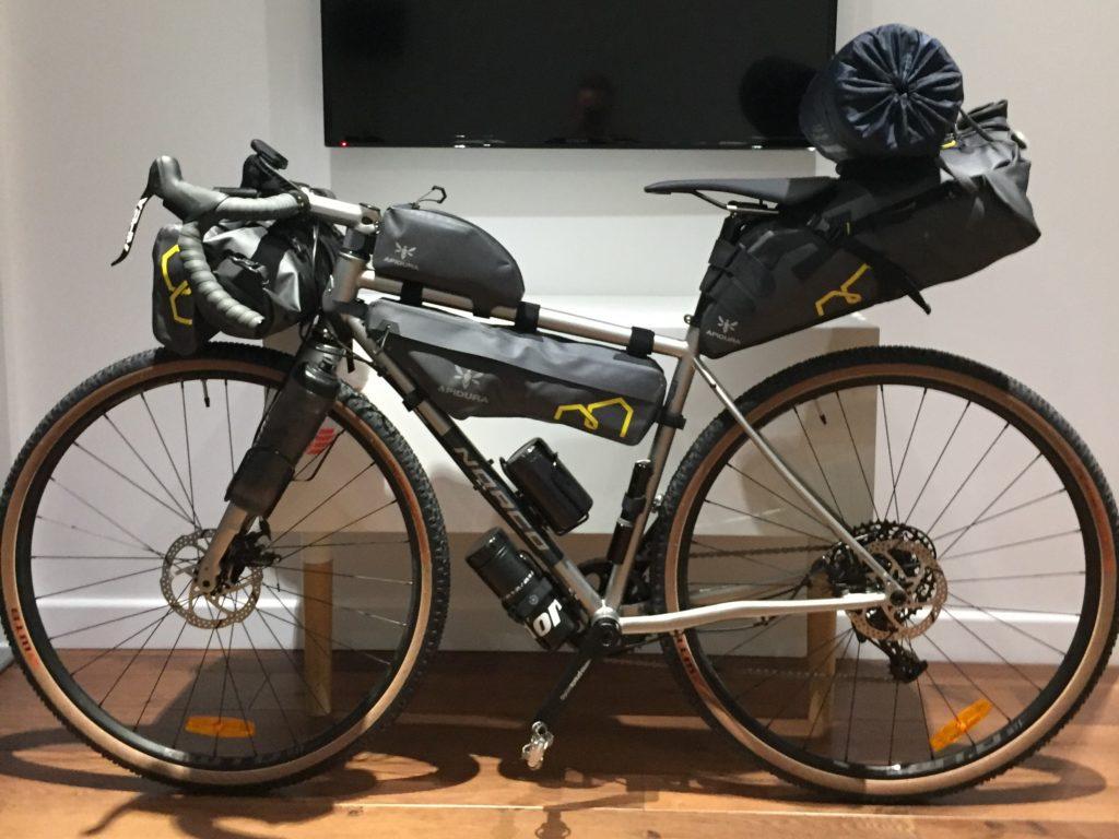 Norco Gravel Bike mit Apidura Expedition Bikepacking Bags