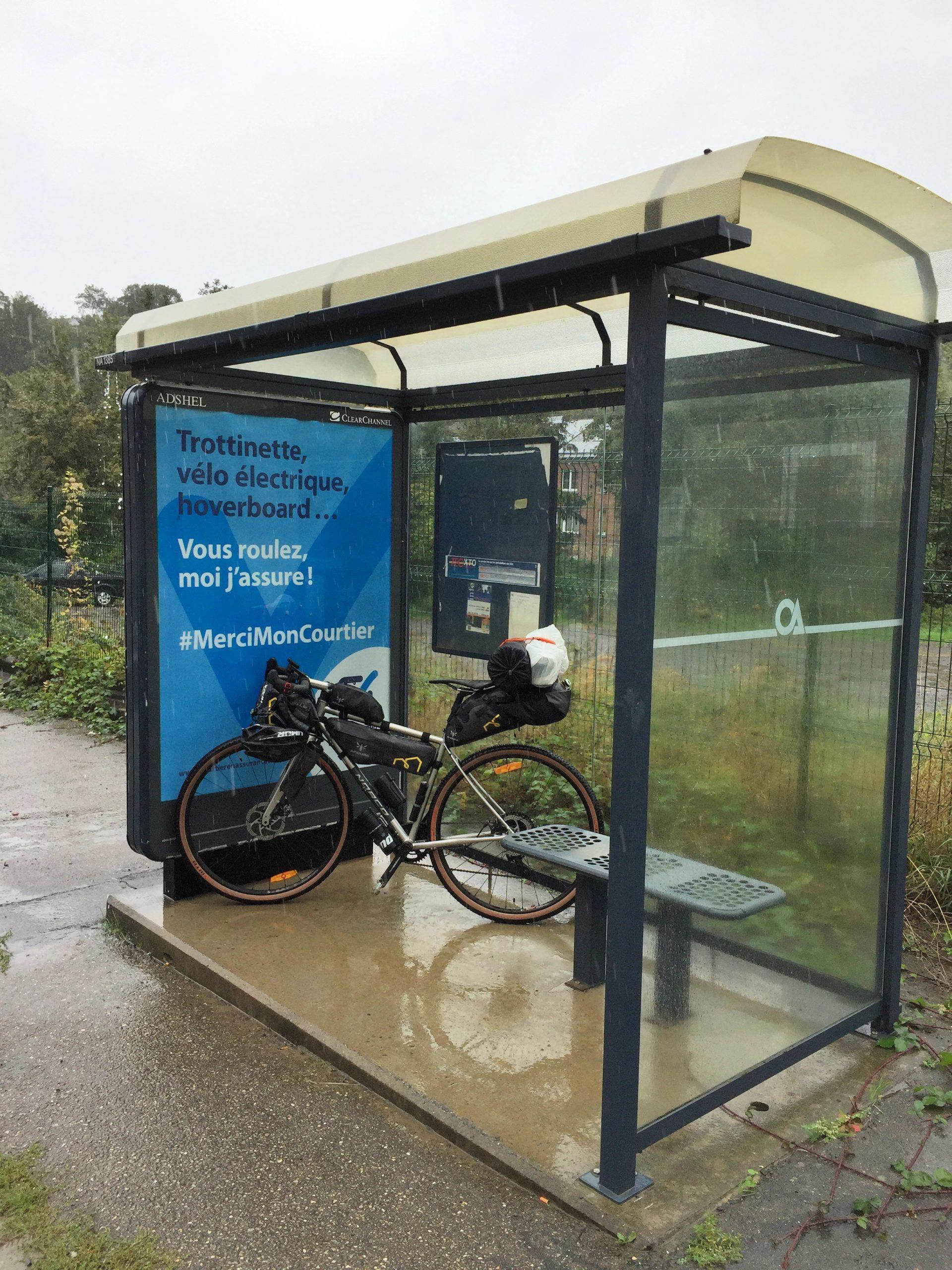 Gravel Bike Zuflucht beim Bikepacking