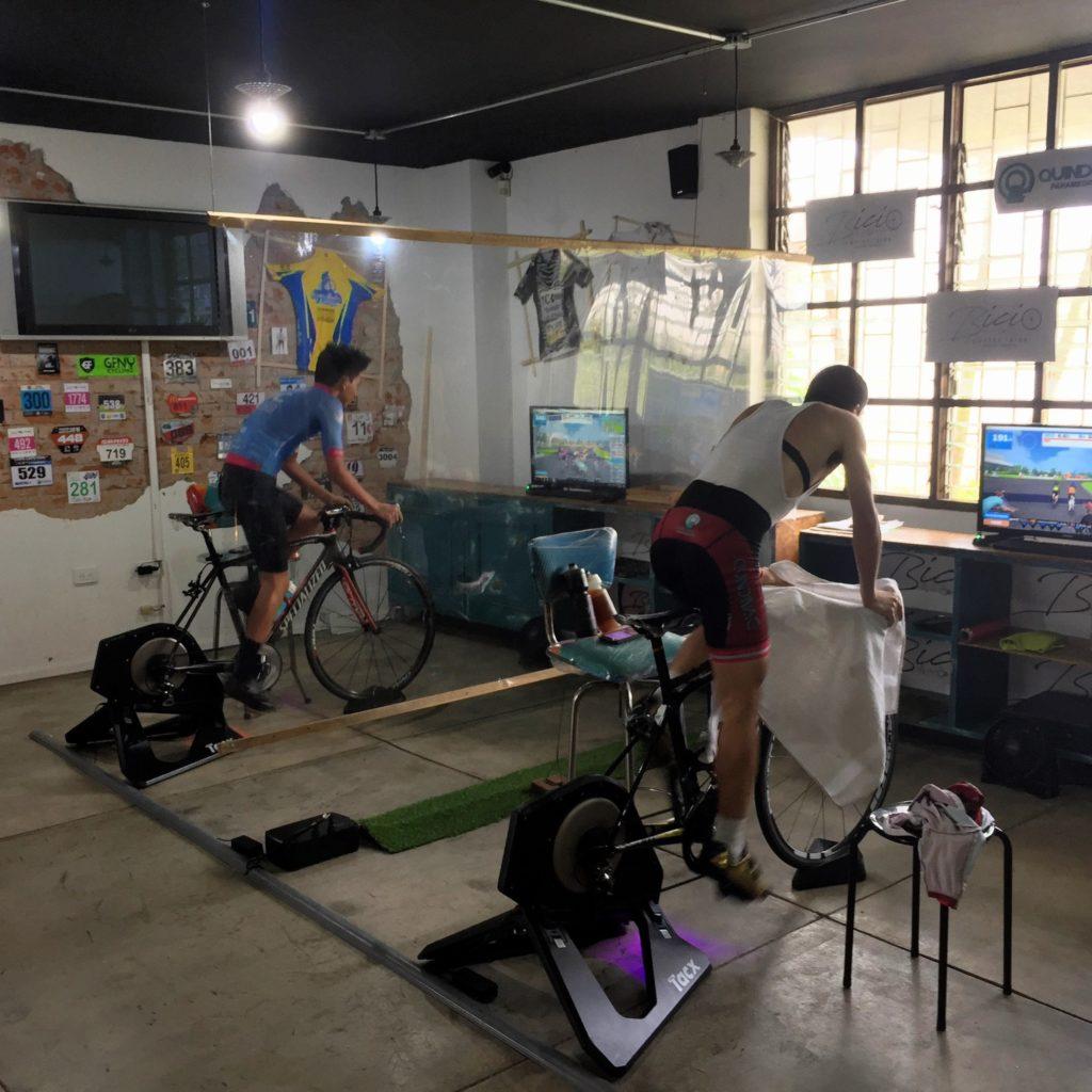 Indoor Fahrradtraining auf Rollen im Bicio
