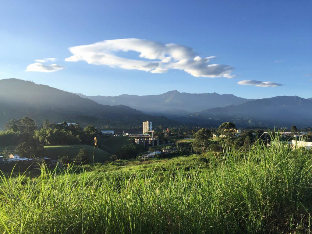 "Radfahren in Kolumbien mit Blick auf den Pass ""La Linea"""