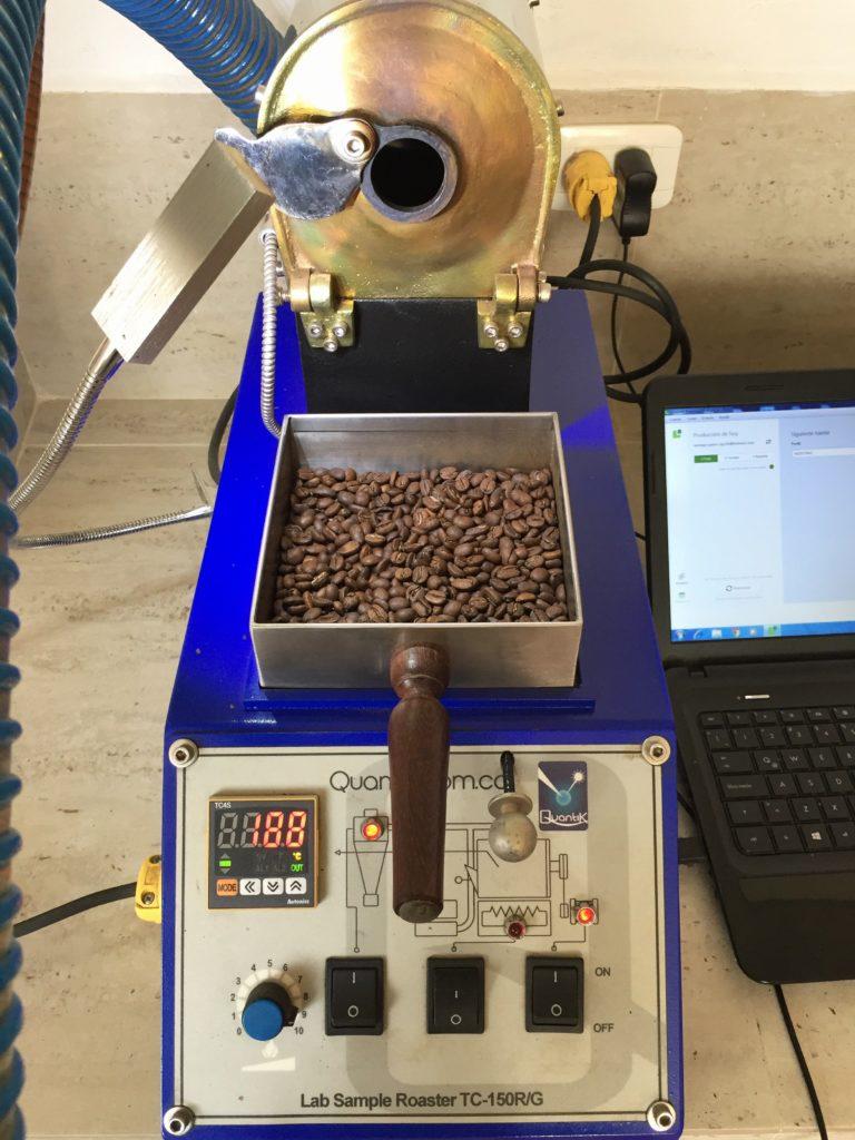 Elektrischer Röster im Kaffeelabor