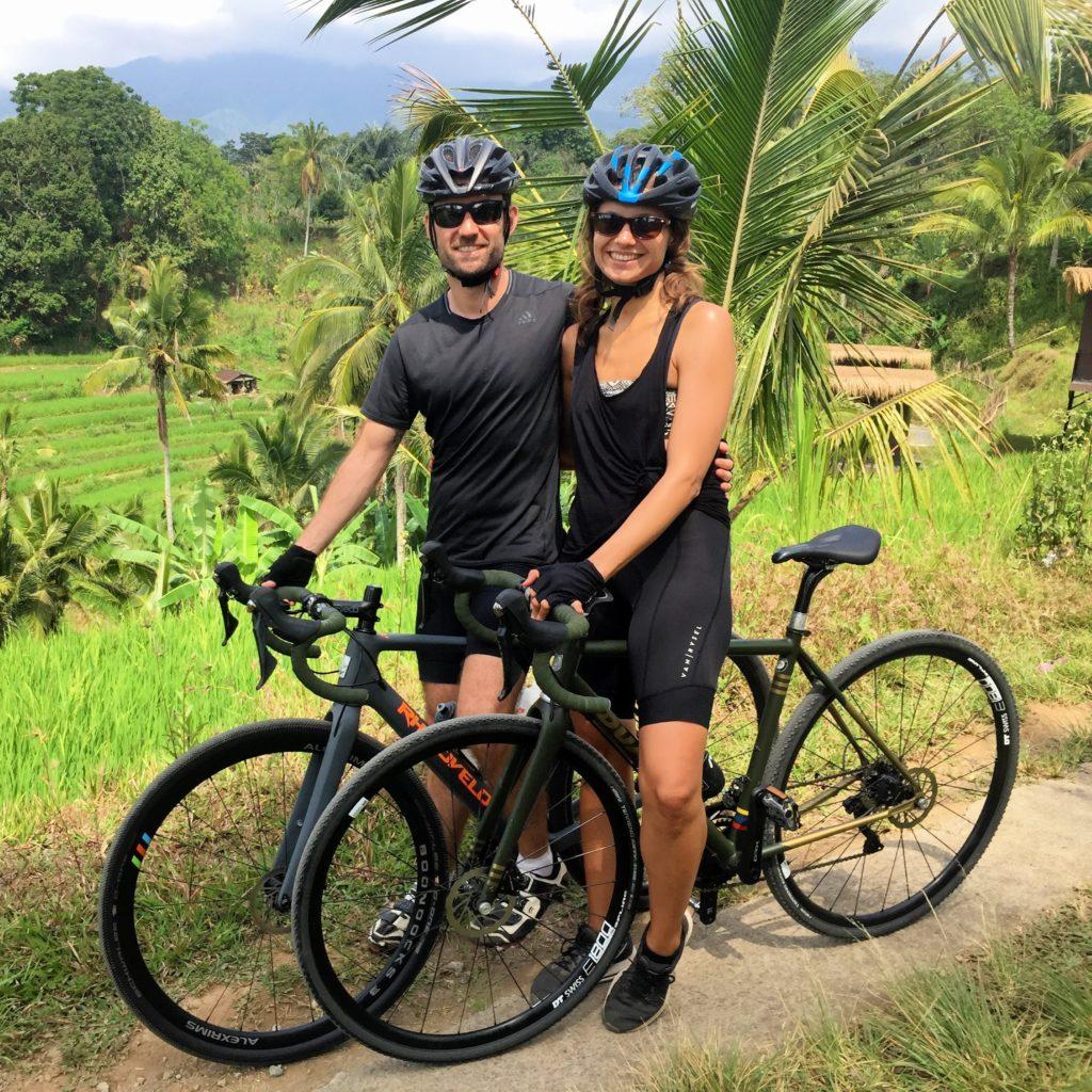 Radfahren in Bali vor Reisterassen