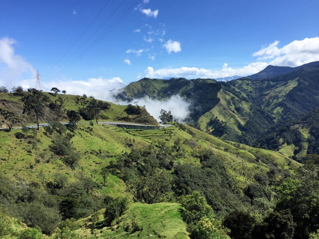 La Linea Auffahrt über den Wolken