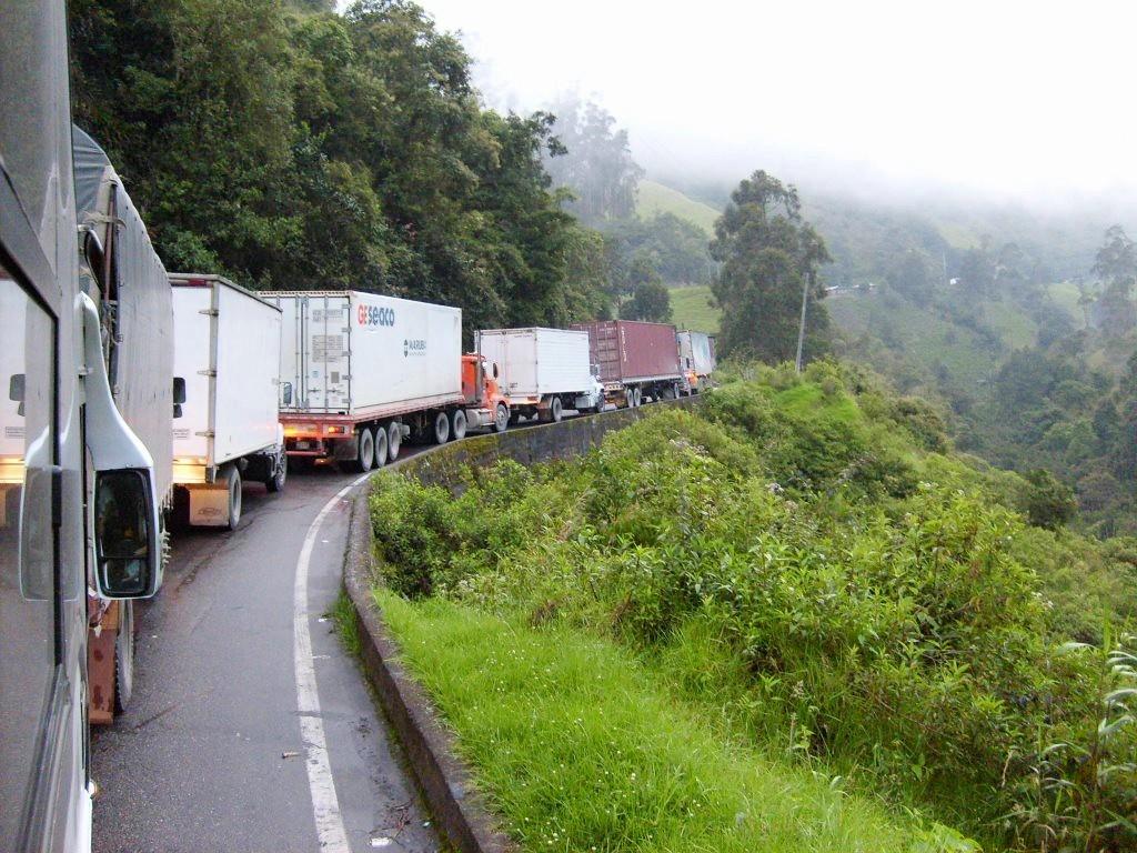 LKW-Stau bei Auffahrt Alto de la Linea